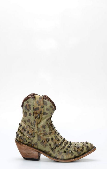 Stivali Liberty Black corto con zip e borchie chita olivo militare