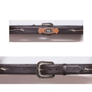 Cintura marrone con ricamo a filo spinato e concho