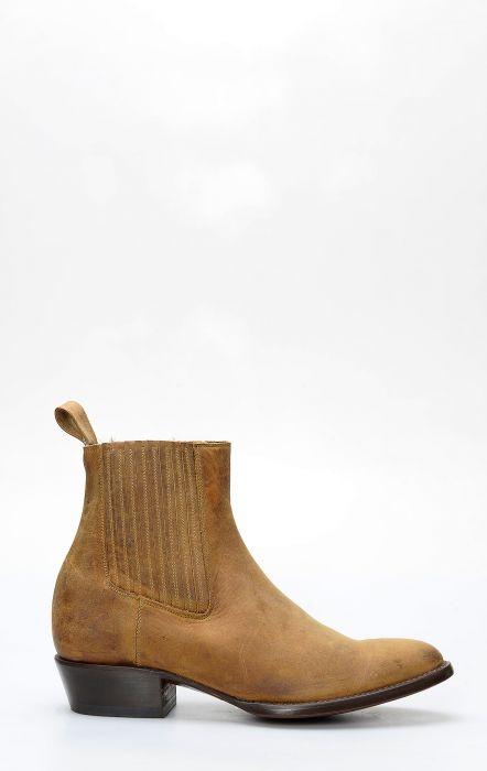 Short beatle boot by Caborca crazy horse miel