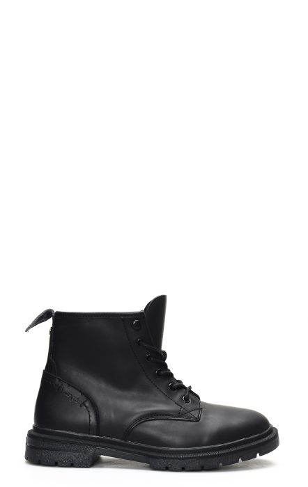 Wrangler Spike Chukka boot with laces in black