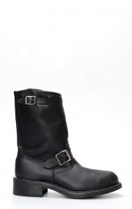 Walker boots in black oiled leather with steel tip