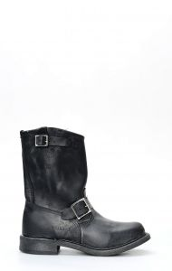 Walker boots in black and aged greased leather